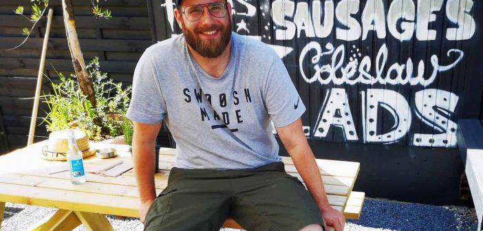 Philipp Klages vor seiner Smoke-BBQ-Station