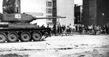 17. Juni 1953: Sowjetische Panzer gegen protestierende Arbeiter in Ostberlin