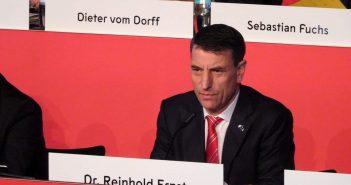Alle Fäden in der Hand: ARV Dr. Reinhold Ernst