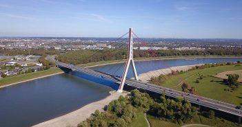 Die Fleher Brücke aus der Vogelperspektive (Foto: Wikimedia)