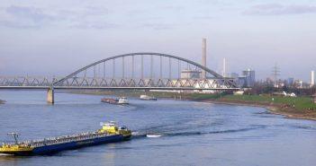 Die Hammer Eisenbahnbrücke von der Südbrücke aus gesehen (eigenes Foto)