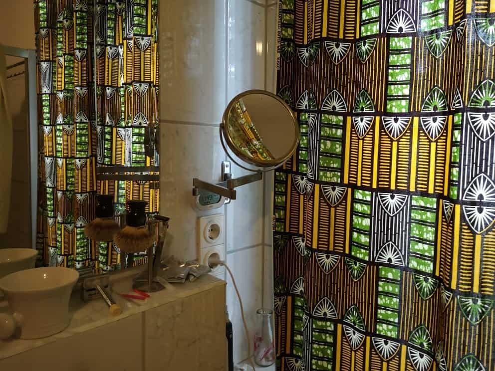 Schicke selbstgenähte Vorhänge aus afrikanischem Stoff (eigenes Foto)